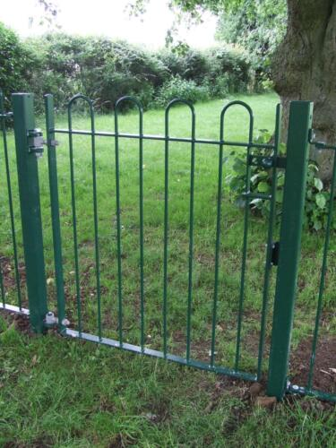 green bow top gate